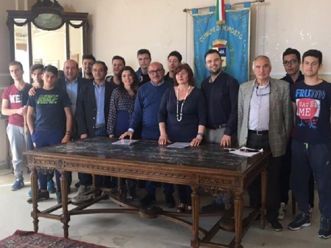 Accordo bilaterale tra comune e scuole superiori di Riposto