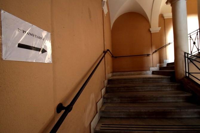 scalinata per raggiungere secondo piano palazzo chierici