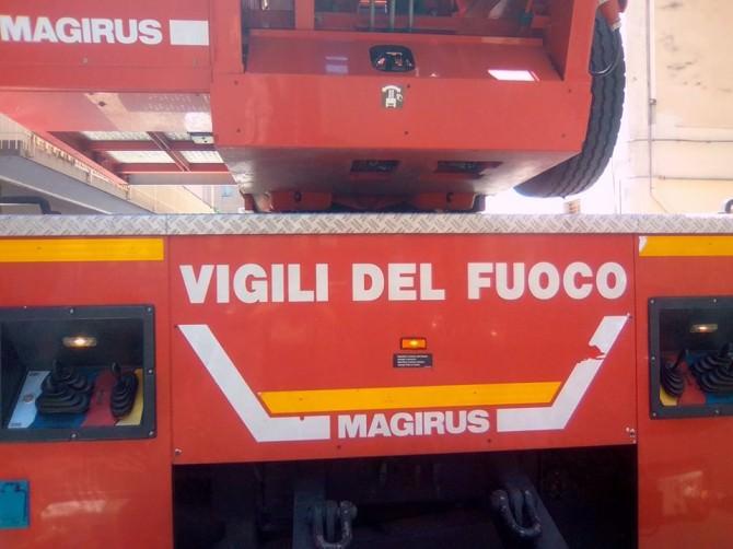 Incendio a Carentino: in fumo un capannone pieno di fieno