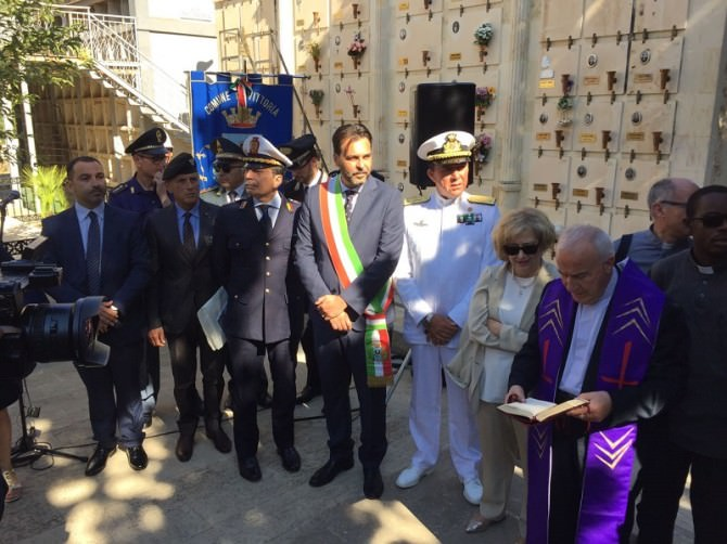 Il ministro della Difesa ungherese per il 90° anniversario della cappella al cimitero