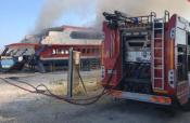 A un anno dal naufragio, prendono fuoco i resti dell'aliscafo Masaccio