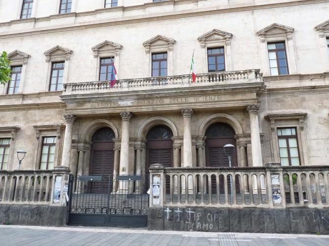 Catania-Palazzo_delle_Scienze_(3)