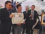Labisi consegna la pergamena in memoria dei giudici eroi al prefetto di Enna, SE dott.ssa Maria Leonardi