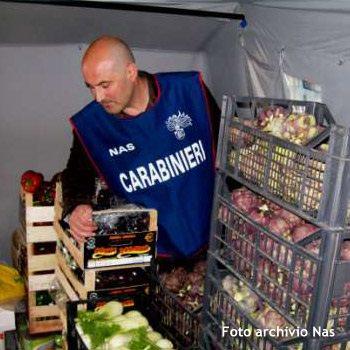 Sequestro e chiusura del negozio di alimentari a Lentini, a seguito dei controlli della Nas.