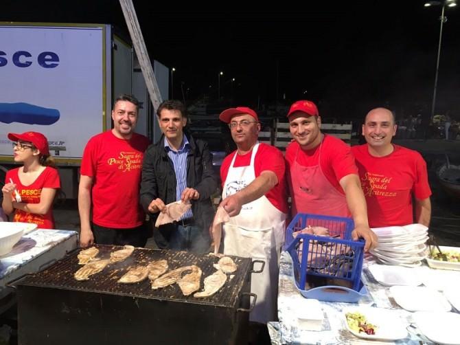 """La sagra del pesce spada si riconferma ancora una volta ad Aci Trezza come uno degli eventi più attesi e seguiti dai catanesi che riceveranno addirittura il """"bis"""" a luglio 2017."""