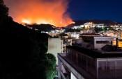 Incendi a Messina, il fuoco non dà tregua: abitazioni a rischio. LE FOTO