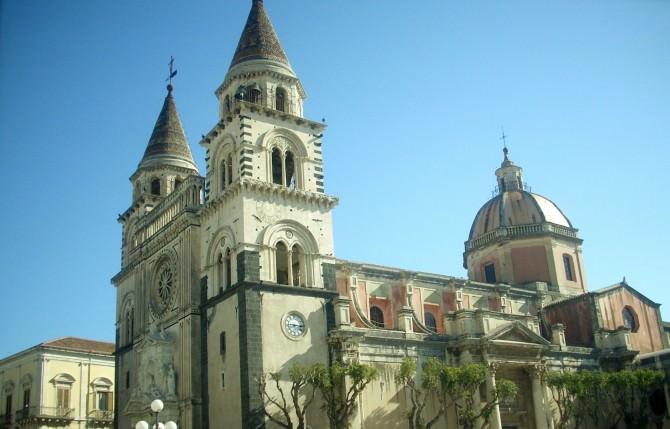 Acireale, crollo intonaco del Duomo: bambino in rianimazione
