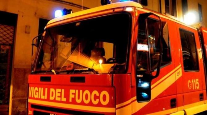 Incendio in uno stabile a Catania, ragazza salvata dai vigili del fuoco