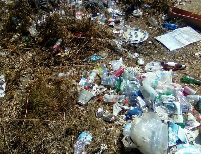 Zone balneari, Arenella Fanusa e Plemmirio nel degrado: anche la zona A della Riserva è invasa dai rifiuti