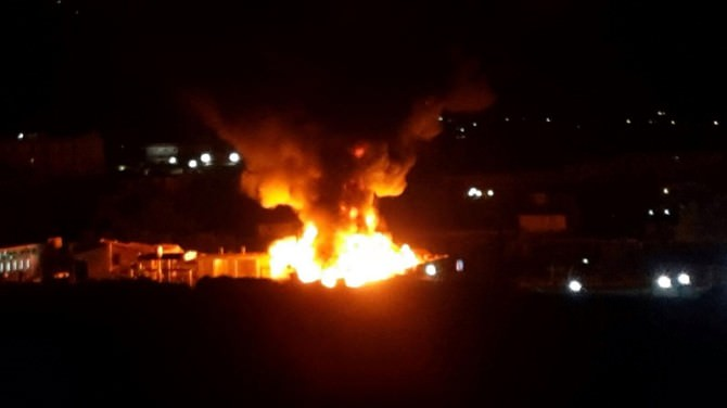 Palermo, notte di fuoco, incendiati due capannoni