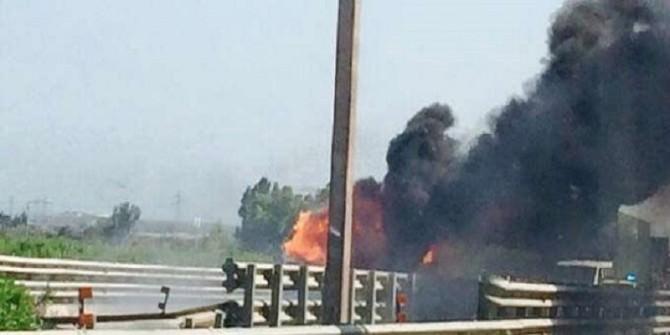 Incendio in Tangenziale, strada provvisoriamente bloccata: vigili del fuoco a lavoro