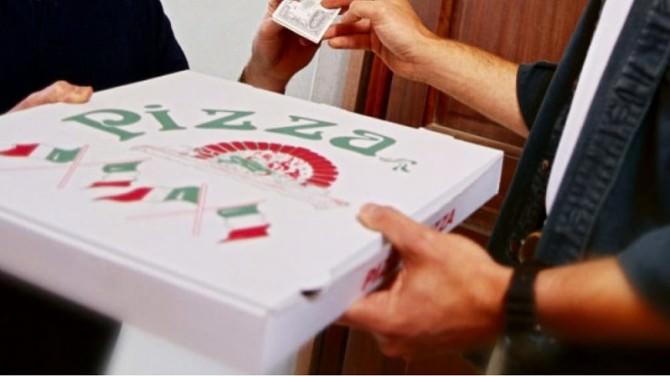 Sicilia, ordinano le pizze online e rapinano il fattorino che le consegna
