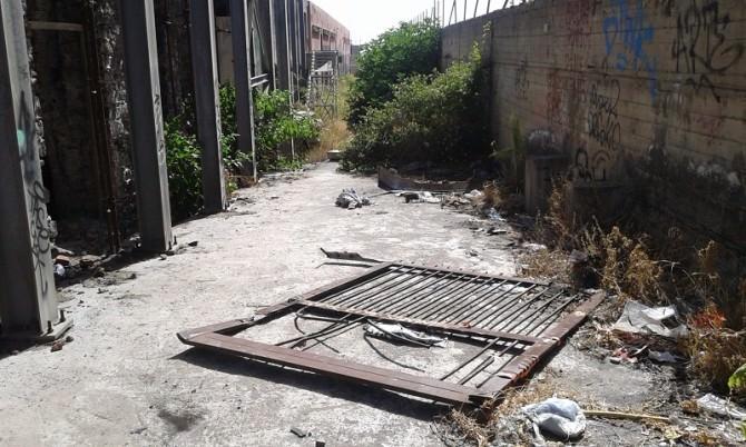 """Ex raffineria zolfo viale Africa da riqualificare: """"Hotel per disperati"""". LE FOTO"""