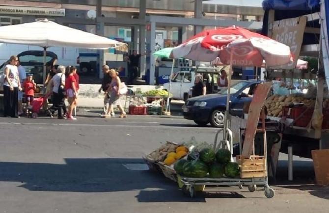 Mercato piazza Eroi D'Ungheria: traffico in tilt in viale Mario Rapisardi e via Barsanti. LE FOTO