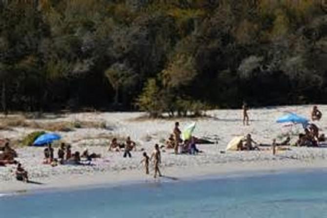 Ristoratore spara contro dei nudisti in Corsica ferita un'agrigentina