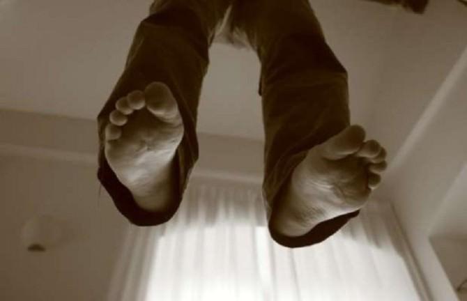 Aveva minacciato la compagna con una sciabola da sommelier, trovato impiccato 38enne ragusano