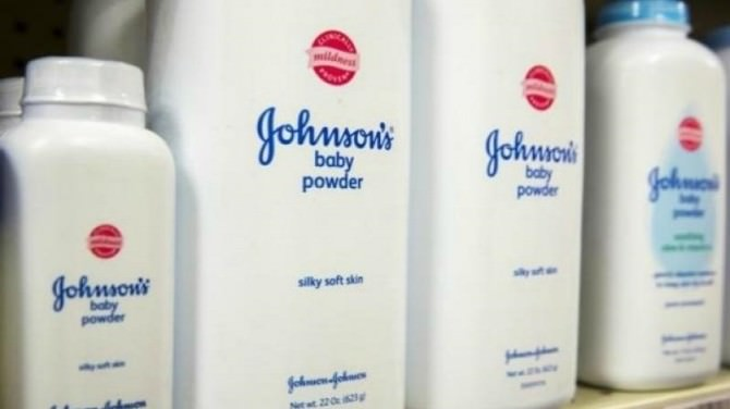 Usa, multa da 417 mln a Johnson & Johnson per talco cancerogeno