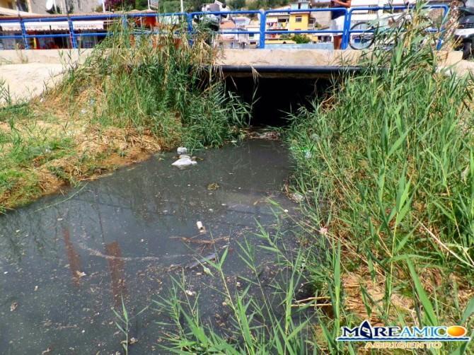 Ennesimo disastro ambientale a Porto Empedocle, tonnellate di liquami nel torrente VIDEO