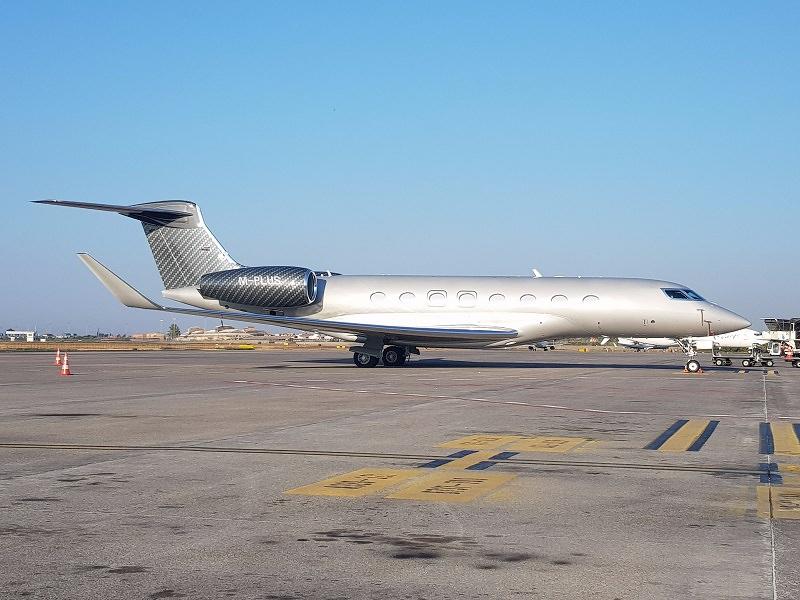 SAC, Gulfstream Aerospace GVI (G650) sul piazzale dell'Aeroporto di Catania (agosto 2017)