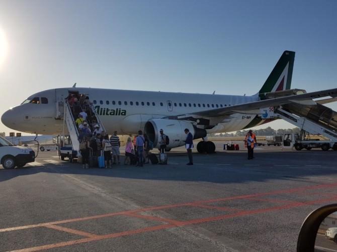 SAC, passeggeri aeroporto aereo in partenza (volo Alitalia)
